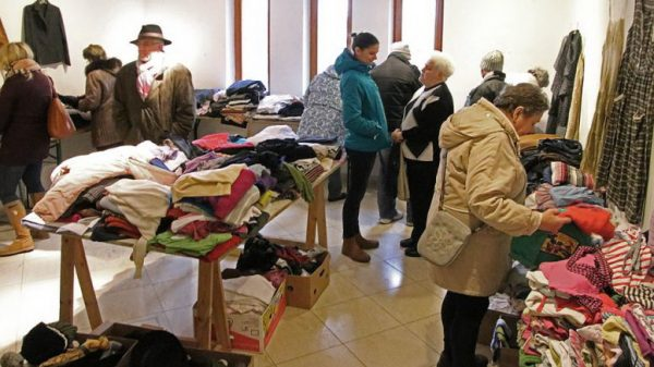 Az adományként eljuttatott pénzt, a bazár működéséből befolyt bevételt és a megmaradt tárgyi adományokat közvetlenül vagy segítőkön keresztül juttatják el a rászorulókhoz  (Fotó: Korzenszky Richárd)