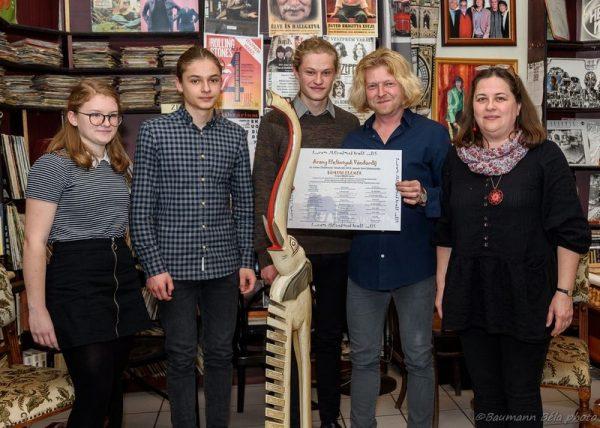 A díjazott és családja: Sümegi Hajna Imola, Sümegi Borsa Benedek, Sümegi Bán Sámuel, Sümegi Elemér és S. Hegyi Ilona. Fotók: Baumann Béla
