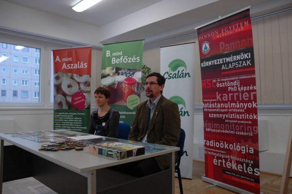 Dr. Szalay Tímea, a Csalán Környezet- és Természetvédő Egyesület elnöke és dr Domokos Endre, a Pannon Egyetem Környezetmérnöki Intézetének igazgatója a családi klímanapot bejelentő sajtótájékoztatón. Fotó: Csalán Egyesület