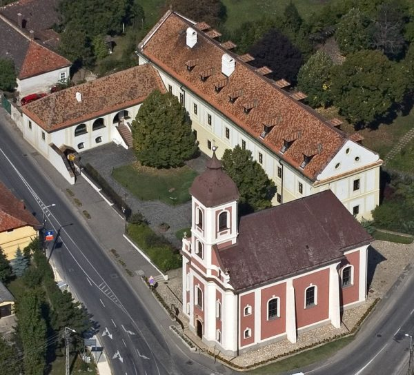 A vörösberényi volt jezsuita kolostor. Fotó: oroksegnapok.hu
