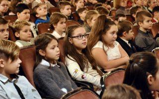 PETŐFI SZÍNHÁZ – Az iskola minden diákja színházba ment