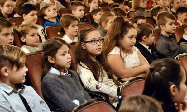 A diákok élvezték az előadást. Fotó: Petőfi Színház