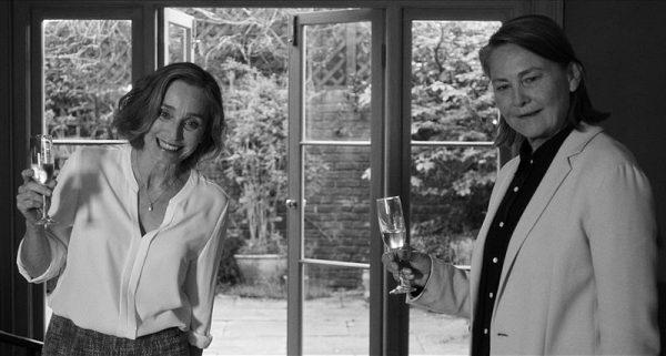 Kristin Scott Thomas (balról) és Cherry Jones a film egyik jelenetében