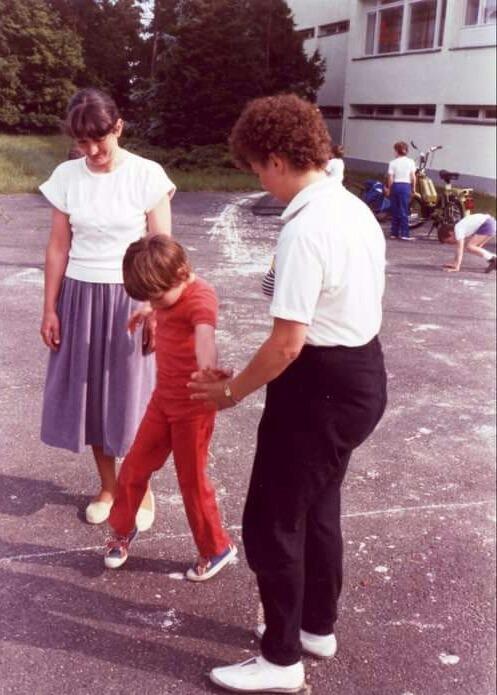 Az első önálló lépések a Pető Intézetben. Fotó: Facebook