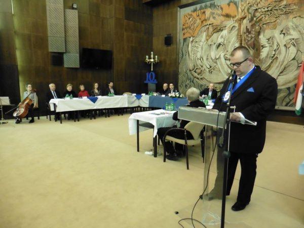 Molnár Roland ünnepi beszédét mondja. Fotók: a szerző