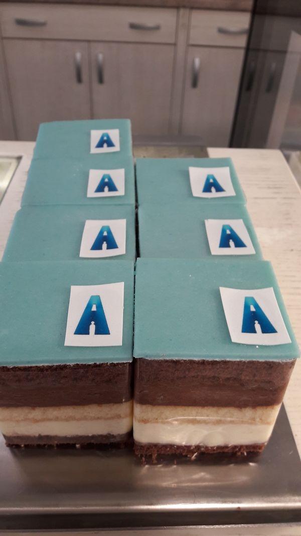 A kék süti Brokés Judit ötlete volt
