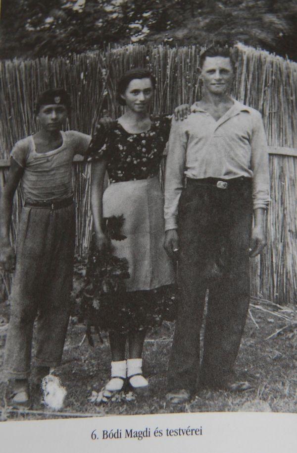 Arcsív fotón a Bódi-testvérek. Balról jobbra: János, Magdi és Gyula (ő volt Kovács Elemérné Bódi Mária édesapja)