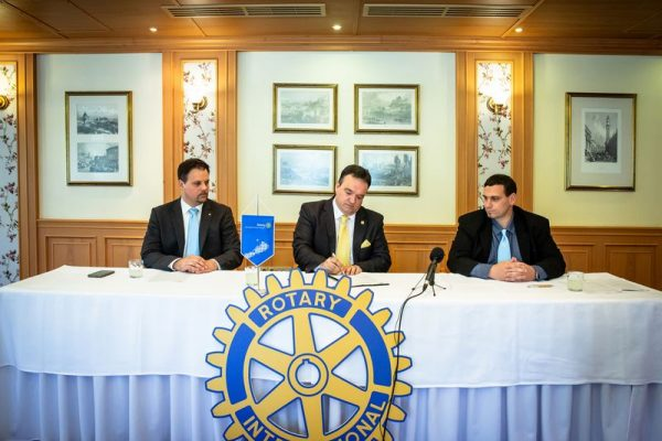 Az együttműködési megállapodás aláírása. Fotó: VEDAC