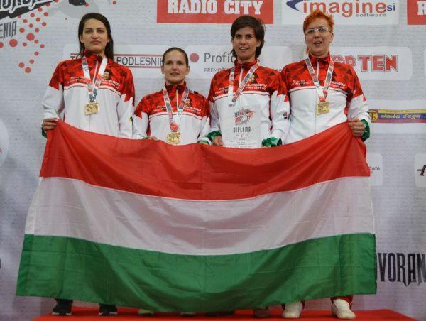 A törésben aranyérmes magyar csapat (balról jobbra: Romero Alicia, Bécsi Nikolett, Mucsy Petra, Kosztyu Veronika). Fotók: Veszprémi TKD SE