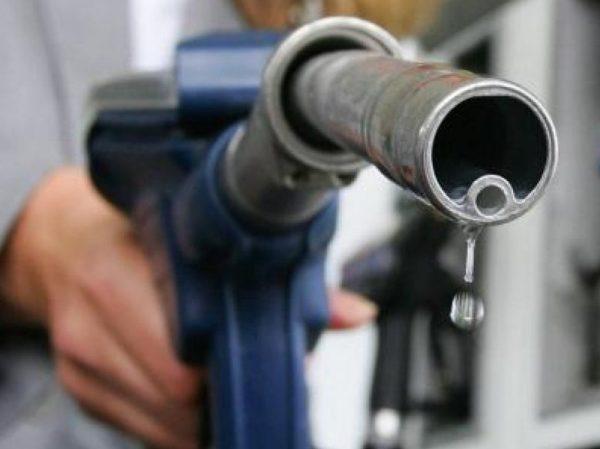 Az üzemanyagár-emelkedéssel leginkább az állam jár jól, hiszen a bevétel több mint fele – 338 forintból 228 forint – a központi büdzsébe vándorol. Fotó: internet