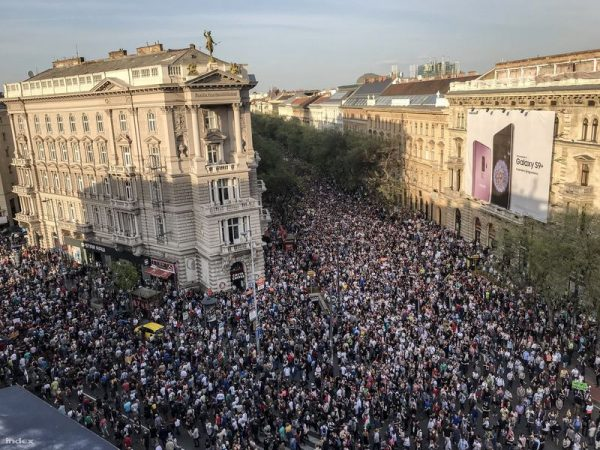 Kormányellenes tüntetés április 14-én. Fotó: Index/Huszti István