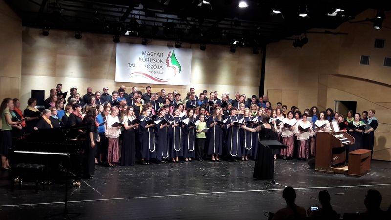 Valamennyi közreműködő a színpadon. Fotók: a szerző