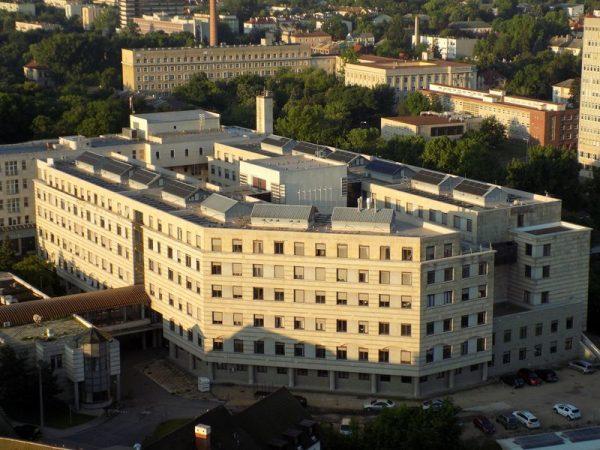 Napelemek a kórház egyik épületén. Fotók: Veszprém Kukac és Csolnoky Ferenc Kórház