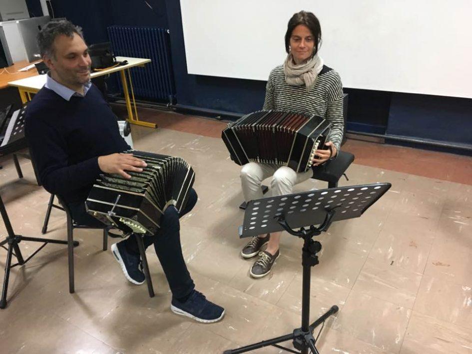 Vörös Eszter és tanára, Victor Villena
