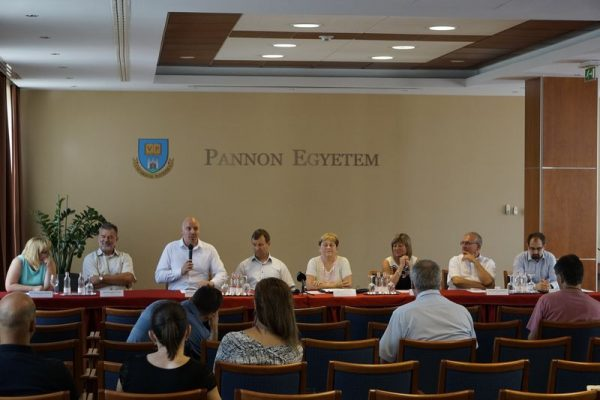 Sajtótájékoztatón ismertették a felvételi eredményeket. Fotó: Pannon Egyetem