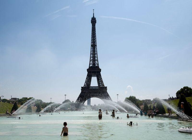 Hőség Párizsban. Fotó: Ludovic Marin/AFP