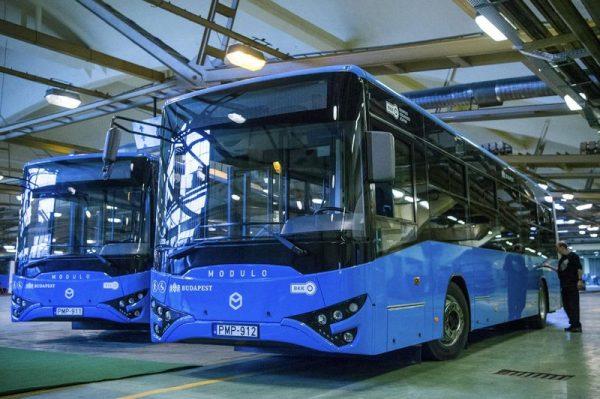 Ikarus-buszok. Fotó: MTI archív
