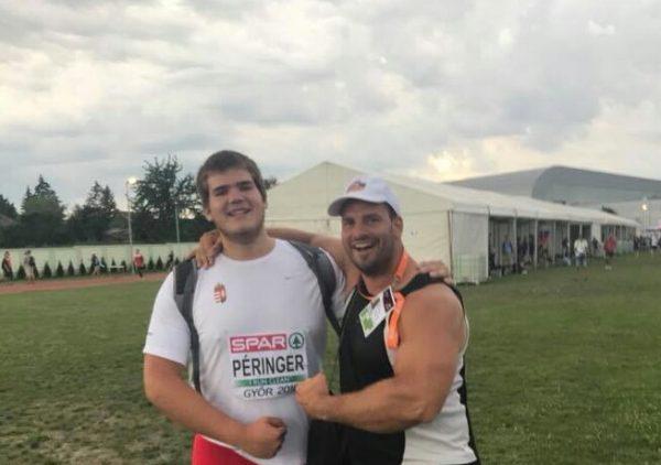 A diszkoszvető Péringer Márk edzőjével, Mozsdényi Dáviddal (Fotó: Vedac)