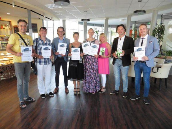 A díjazottak (balról jobbra): Koscsisák András, Molnár Ervin, Szelle Dávid, Pap Lívia,Kovács Ágnes Magdolna, Oravecz Edit, Keresztesi László és Szente Árpád Csaba. Fotók: a szerző