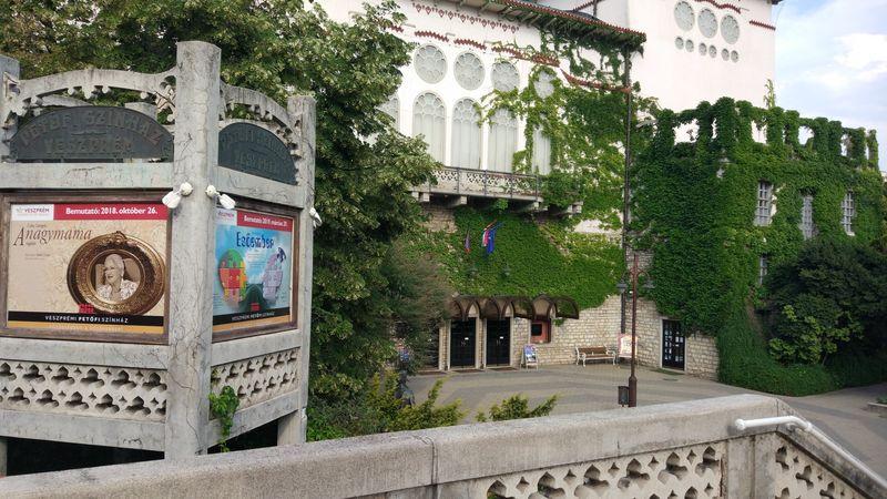 Szeptember 28-án a Nyitott ablakkal indul az évad a színházban. Fotó: Veszprémi Petőfi Színház