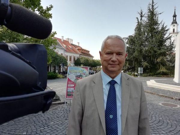 Polgárdy Imre, a Veszprém Megyei Önkormányzat Közgyűlésének elnöke a sajtótájékoztatón. Fotó: a szerző