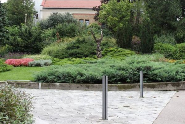 Velekei József Lajos szobra a Kossuth utca elején. Fotó: LDM