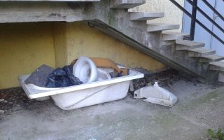 NAPIMORGÓ – Lakók a lépcső alatt