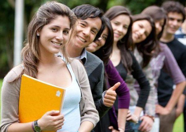 Az OECD-tagok közül Magyarországon jár a legnagyobb kereseti előnnyel, ha valaki felsőfokú képesítést szerez. Képünk illusztráció