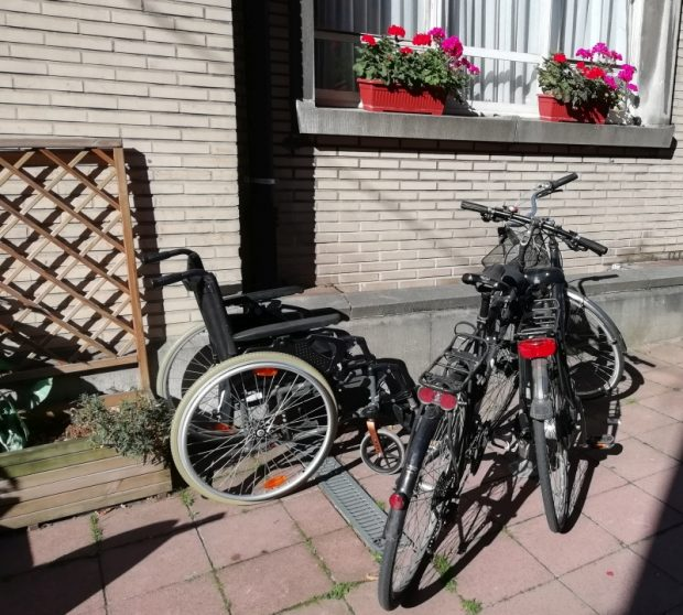 A kerekesszék meg a polgármester biciklije