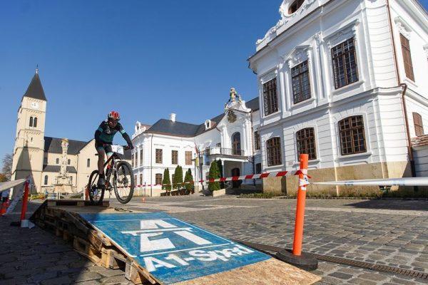 Történelmi helyszínen bringáztak. Fotók: Veszprémi Kerékpáros Egyesület