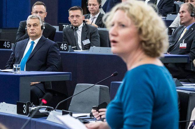Judith Sargentini és Orbán Viktor az EP szavazásán. MTI Fotó: Miniszterelnöki Sajtóiroda/Szecsődi Balázs
