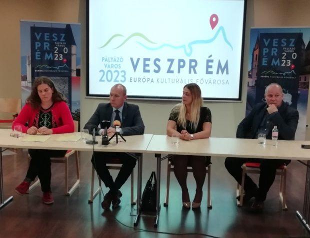 Mike Friderika, Porga Gyula, Laposa Zsófia, Mészáros Zoltán a tegnapi sajtótájékoztatón