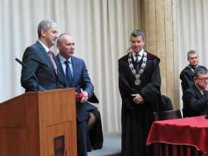 Balról jobbra: a Polinszky-díjas Ötvös Tamás, Porga Gyula és dr. Gelencsér András