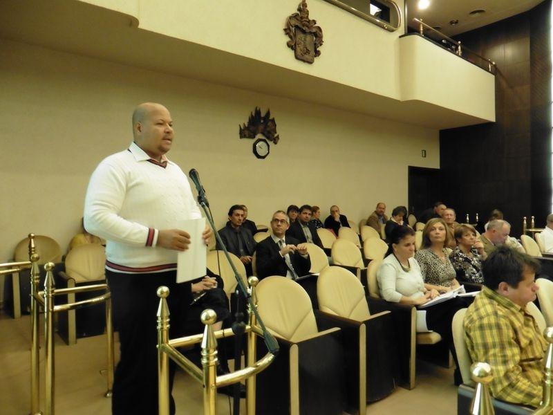 Nógrádi Tamás, a V-Busz Kft. üzemeltetési vezetője szerint nem lesz fennakadás a helyi közösségi közlekedésben 2019. január 1-je után. Fotók: a szerző