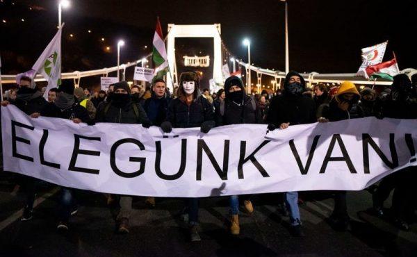 A kép a vasárnapi tüntetésen készült. Fotó: 24.hu/Bielik István