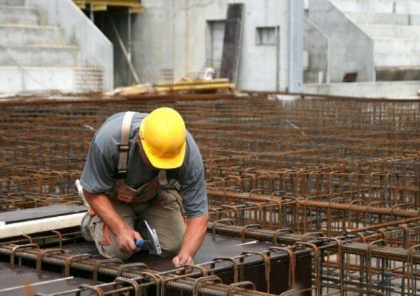 Többek között az építőiparban dolgozók közül kapnak sokan minimálbért. Képünk illusztráció