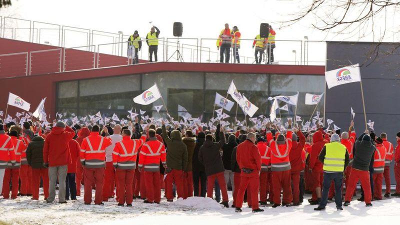 Sztrájk az Audinál. Fotó: 24.hu