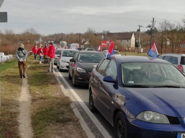 A Magyar Szakszervezeti Szövetség és a Vasas Szakszervezet megyei képviseletei legutóbb december 7-én tartottak demonstrációt a Házgyári úton a rabszolgatörvény ellen. Fotó: Veszprém Kukac archív