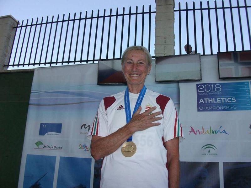 Gosztolai Mária egy korábbi verseny eredményhirdetése után. Fotó: VEDAC