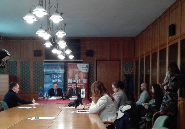 Dr. Gelencsér András, a Pannon Egyetem rektora és Hölvényi György európai parlamenti képviselő sajtótájékoztatója. Fotó: Pannon Egyetem