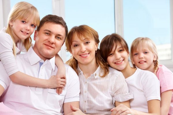 Több szakértő is úgy látja, hogy a miniszterelnök által bejelentett családpolitikai intézkedések megint a legtehetősebbeknek jelentenek újabb támogatást, miközben például a családi pótlék összege 2008 óta nem emelkedett. Fotó: stockfresh.com