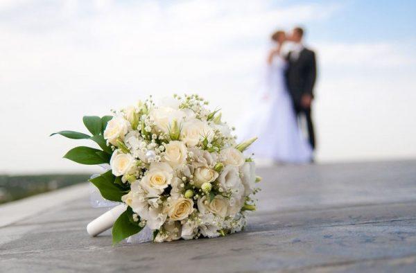 2017-ben a nők átlagosan 29,9 évesen, a férfiak 32,7 éves korukban kötötték első házasságukat. Az először házasulók átlagos életkora 2000 óta mindkét nem esetén 5 évet emelkedett. Képünk illusztráció