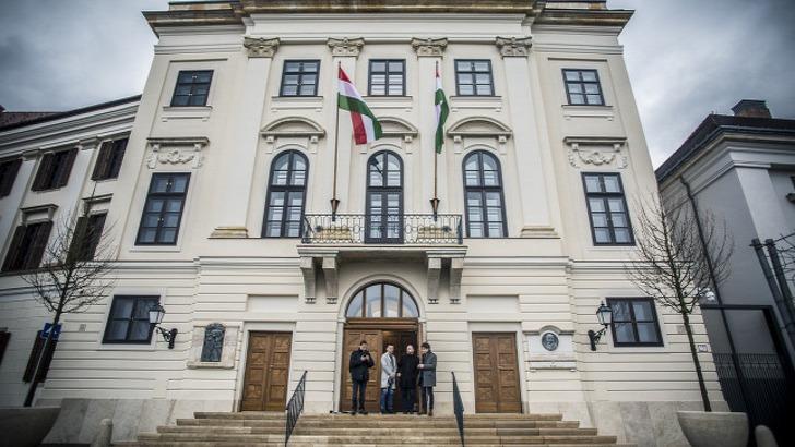 Szombaton összellenzéki tüntetés lesz a miniszterelnöki irodaépület előtt. Fotó: gondola.hu