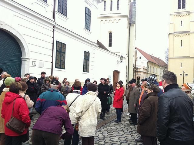 A sétálók ezúttal bepillantást nyerhetnek az idegenvezető szakma kulisszái mögé is. Fotó: Veszprémi Turisztikai Nonprofit Kft.