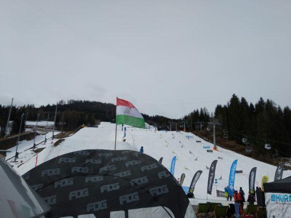 Magyar zászló a muraui sípályán. Fotó: a szerző