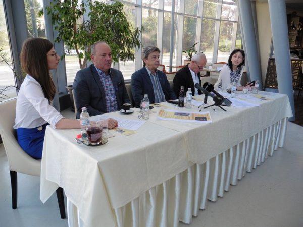 Balról jobbra: Stohl Luca, Mészáros Zoltán, Vándorfi László, Krámer György, Molnárné Simon Anikó. Fotó: a szerző