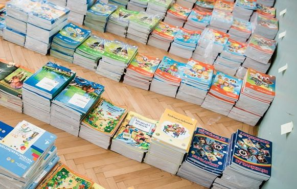 Egyentankönyvek. Fotó: eduline.hu