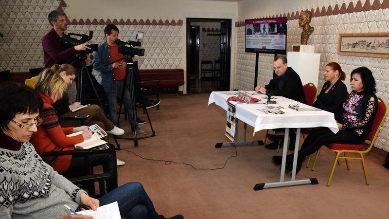 Oberfrank Pál, Kellerné Egresi Zsuzsanna és Kardos Klára a sajtótájékoztatón. Fotó: Veszprémi Petőfi Színház