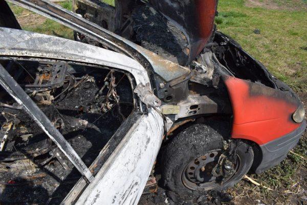 A kép a devecseri autótűznél készült április 7-én. Fotó: Veszprém megyei katasztrófavédelmi műveleti szolgálat