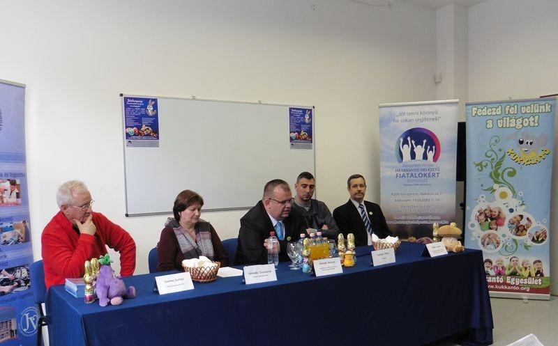 A képen balról jobbra: Szemes György, Üreginé Molnár Andrea, Molnár Roland, Gulyás Péter és Gulkai László. Fotók: a szerző